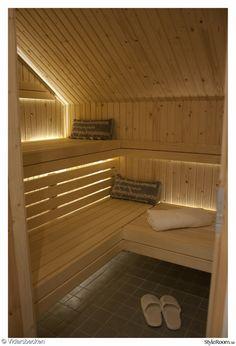 bastu,bastubelysning,belysning,bastulav,bastukudde Home Spa Room, Spa Rooms, Japanese Sauna, Sauna Shower, Japanese Bathroom, Saunas, Bunk Beds, Relax, Stairs