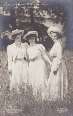 Prinzessin Viktoria Luise of Prussia (right) with sister in law and cousin Alexandra Viktoria (neé Princess of Schleswig Holstein), Princess August Wilhelm and aunt Feodora Adelheid of Schleswig. Vintage Photos Women, Antique Photos, Vintage Pictures, Vintage Photographs, Old Pictures, Old Photos, Victorian Women, Edwardian Era, Edwardian Fashion