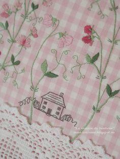 """Похоже, что я всё больше и больше влюбляюсь в японские дизайны... Сегодня покажу подушку, которую назвала """"Домик окнами в сад"""". Вышиты..."""