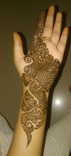 Are you looking for some fascinating design for mehndi? Or need a tutorial to become a perfect mehndi artist? Easy Mehndi Designs, Latest Mehndi Designs, Mehandhi Designs, Henna Tattoo Designs Simple, Henna Art Designs, Mehndi Designs For Beginners, Mehndi Designs For Girls, Mehndi Design Photos, Wedding Mehndi Designs