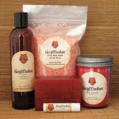 Harry Potter Themed Gryffindor Gift Set - Bath Salt, Soy Candle, Soap, Lip Balm and Massage Oil Objet Harry Potter, Harry Potter Bathroom, Harry Potter Room, Harry Potter Gifts, Harry Potter Theme, Harry Potter Hogwarts, Harry Potter Halloween, Yer A Wizard Harry, Welcome To Hogwarts