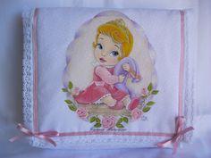 cambio pannolino con baby principessa Aurora  dipinto a mano by Carmen Matarazzo.