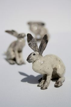 3 Hares—absolutely love this artist's design style & earthy glazes, like the 2-tone ears❣ Joe Lawrence • Flickr