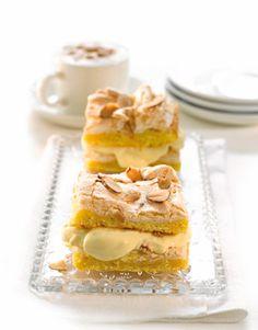 Norsk favoritkage. Kagen er en af de mest populære kager i Norge, hvor den kaldes kvæfjordkage eller verdens bedste!
