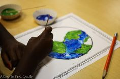 Kindergarten students learn about their community with hands on materials and lessons Kindergarten Science Activities, Kindergarten Social Studies, Student Learning, First Grade, Grade 1, Earth Day, Ecommerce Hosting, This Is Us, Students
