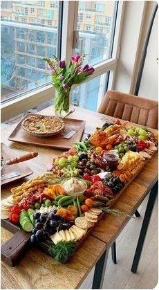 Charcuterie Recipes, Charcuterie And Cheese Board, Gourmet Recipes, Appetizer Recipes, Appetizer Buffet, Gourmet Appetizers, Appetizer Party, Bbq Chicken Nachos, Party Food Platters