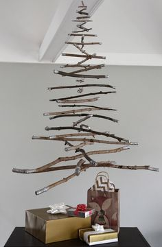 How to: Hanging twig Christmas tree decoration Wooden Pallet Christmas Tree, Cheap Christmas Trees, Hanging Christmas Tree, Christmas On A Budget, Holiday Tree, Simple Christmas, Xmas Tree, Handmade Christmas, Christmas Crafts