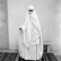 - Besancenot Jean (1902-1992) - A woman from Fez wearing a haik. The photo shows that she has  rolled and adjusted  both sides of the haik on each temple. Adjustment keeps the left hand covered. The eyes and part of the ngab remain visible. The right hand remains free in it's movements.- Arago
