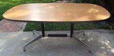 De furniture sur pinterest tables de repas table ovale et eames