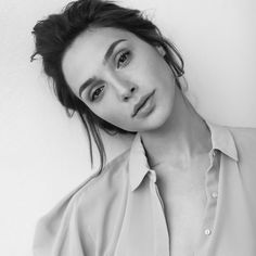 Hollywood hottie actress Gal Gadot beauty movie photos lovely style gorgeous wallpapers stunning looks wonder-woman images pics hd Pretty People, Beautiful People, Beautiful Women, Beautiful Celebrities, Gal Gabot, Photographie Portrait Inspiration, Gal Gadot Wonder Woman, Actrices Hollywood, Woman Crush