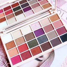 Soph X Makeup Revolution Eyeshadow Palette   Review