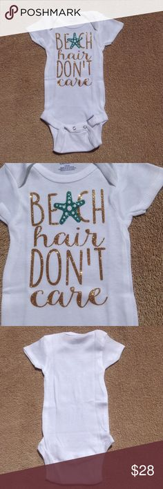 Glittery Beach Hair,Don't Care Onesie This adorable baby onesie has a gold glittery appliqué with a teal starfish. Gerbers brand. 100% cotton. Bottom snap closure. Available in 3-6 mo,6-9 mo,18 mo. Exclusive to Sandystarfish. Since this is retail, it has no tags. Comes to you in its original sealed packaging. Sandystarfish One Pieces Bodysuits