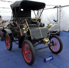 Le Modèle de Packard 1900 C PREMIÈRE voiture avec une roue de gouvernail(un volant). N 1900, 34% de voitures à New York, Boston et Chicago ont été actionnés par des moteurs électriques.