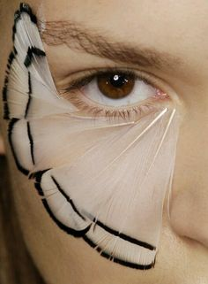 Backstage detail of Alexander McQueen spring make up Eye Makeup, Runway Makeup, Makeup Art, Hair Makeup, Makeup Film, Makeup Wings, Eyelashes Makeup, Make Up Looks, Beauty Make-up