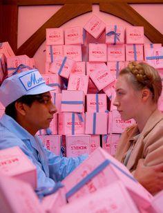 "Tony Revolori y Saoirse Ronan en ""El Gran Hotel Budapest"" (The Grand Budapest Hotel), 2014"