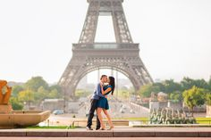 Couple newly engaged kissing in front of the Eiffel Tower. Paris engagement photographer Fran Boloni