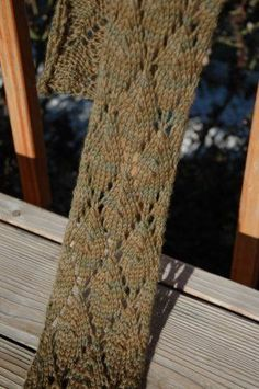 70863b4c2e9a Easy Leaves Scarf. Love this pattern and it's easy lace! | I knit so ...