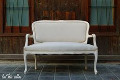 Sofa_linae_alquiler_portada_las_tres_sillas Accent Chairs, Furniture, Home Decor, Wedding Decoration, Chairs, Boyfriends, Homemade Home Decor, Home Furnishings, Decoration Home
