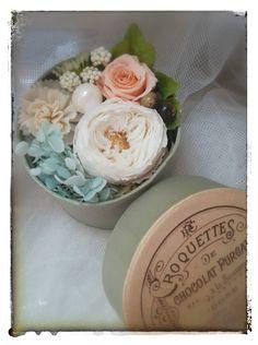ボックスにプリザの花束をイメージしてアレンジしました。 ハンドメイド、手作り、手仕事品の通販・販売・購入ならCreema。