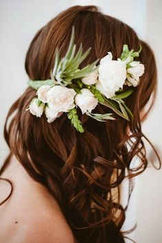 Bohemian Meets Industrial NYC Wedding at Greenpoint Loft - Wedding Crown Bridal Flowers, Flowers In Hair, Boho Flowers, Floral Crown Wedding, Floral Crowns, Flower Headband Wedding, White Flower Crown, Simple Flower Crown, Simple Wedding Hairstyles