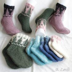 Ravelry: Taiga KoseSokker pattern by StrikkeBea Ravelry, Christmas Stockings, Gloves, Socks, Pattern, Shopping, Design, Fashion, Velvet