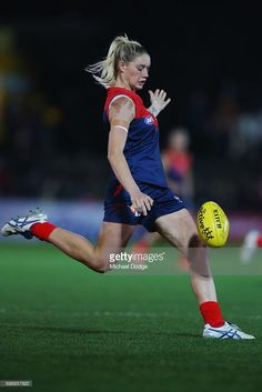 Tayla Harris of the Demons kicks the ball during the AFL Women's Exhibition Match between the Western Bulldogs and the Melbourne Demons at Whitten Oval on September 2016 in Melbourne, Australia. Australian Football League, Western Bulldogs, Rugby Sport, Female Volleyball Players, Girls Frontline, Melbourne Australia, Lesbians, Simply Beautiful, Dancers