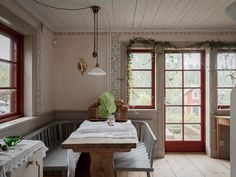 Today our story is about a home with a soul. This traditional Scandinavian cottage with a red facade is lost somewhere in the Swedish countryside, in the ✌Pufikhomes - source of home inspiration Scandinavian Cottage, Swedish Cottage, Swedish Decor, Swedish House, Cottage Chic, Cottage Ideas, Country Style Homes, French Country House, Country Houses