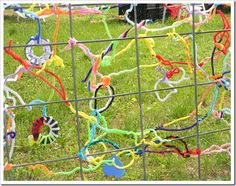 Pipe Cleaner Art - use pegboard cardboard with wholes punched, paint and add pipecleaners Outdoor Play Spaces, Outdoor Fun, Outdoor Learning, Outdoor Activities, Fence Weaving, Preschool Playground, Green Crafts For Kids, Fence Art, Outdoor Classroom