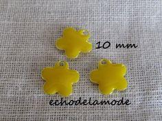 3 sequins émaillés forme fleur pendentifs (recto - verso)  jaunes diamètre 10 mm
