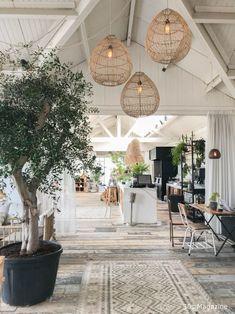 A house like Ferret Patio Interior, Cafe Interior, Home Interior Design, Interior Architecture, Interior And Exterior, Style At Home, Beach House Decor, Home Decor, Beach Condo