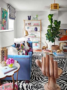 interior furniture The rich, glossy green foliage and gorgeous branches make fiddle leaf fig trees feel more like art or a piece of furniture than an indoor plant! settingforfour shares how to integrate these trendy plants into any room in your home. Traditional Home Magazine, Eclectic Decor, Eclectic Furniture, Quirky Art, Quirky Home Decor, Eclectic Design, Unique Furniture, House And Home Magazine, My New Room