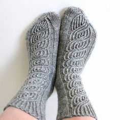 Ravelry: Soulmates pattern by Niina Laitinen Knitting Socks, Knit Socks, Boot Cuffs, Knitting Projects, Knitting Ideas, Mittens, Ravelry, Knitwear, Knit Crochet