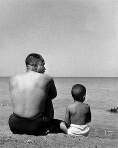 wayne miller father and son at lake michigan 1946 Black Fathers, Fathers Love, Father And Son, Happy Father, Wayne Miller, Rodney Smith, First Day Of Summer, Photographer Portfolio, Vladimir Kush