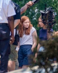 SADIE AND MILLIE FILMING A MAX AND EL SCENE 🆘🆘🆘🆘🆘🆘🆘🆘🆘🆘 cr strangerthingsfilming #milliebobbybrown #finnwolfhard #gatenmatarazzo…