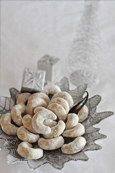 These vanilla cookies are one of the most traditional Croatian Christmas cookies. They have a specific crescent shape and wonderful...