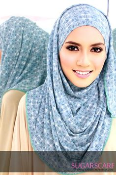 What a pretty hijab and hijab style.