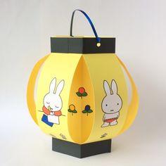 夏祭り&七夕を手作りちょうちんで盛り上げよう!!(新サイズ画用紙ちょうちんの作り方)   粘土工房 KOKKO Garden Fun Diy Crafts, Holiday Crafts, Crafts For Kids, Paper Crafts, Handmade Lanterns, Diy Diwali Decorations, Lantern Craft, Traditional Lanterns, Diwali Diy