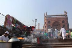 Biryani served up outside the Jama Masjid (Friday mosque) in Delhi - @urbanduniya