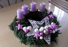 Purple Christmas, Christmas Makes, Christmas Cards To Make, Christmas Advent Wreath, Holiday Wreaths, Christmas Art, Christmas Candle Holders, Christmas Candles, Rustic Christmas