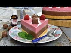 Chocolate and raspberry cheesecake (CC Eng Sub) Romanian Food, Raspberry Cheesecake, No Cook Desserts, Cheesecakes, Macarons, Food And Drink, Pudding, Sweets, Snacks