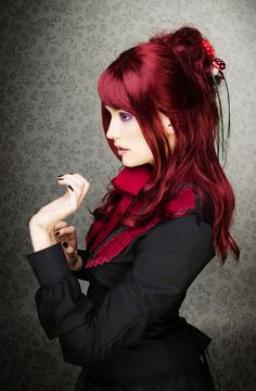 Leuchtend & Grell | Pavy Creations. Cherry red hair