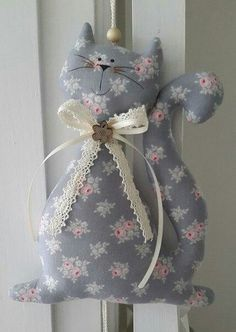 Sewing Toys, Sewing Crafts, Sewing Projects, Craft Projects, Projects To Try, Fabric Toys, Fabric Crafts, Cat Crafts, Diy And Crafts