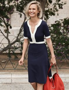You see those contrast panels? They're cleverly placed to flatter your figure. The sleeves are a perfect short length and the A-line skirt is that on-the-knee length you love.
