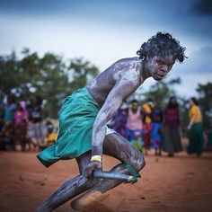 16 Powerful Photos Of The Oldest Living Culture On Earth Aboriginal History, Aboriginal Culture, Aboriginal People, Aboriginal Art, Indigenous Education, Bird People, Theory Of Evolution, Out Of Africa, Australia