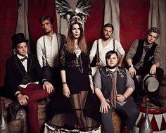 O grupo islandês Of Monster and Men apresenta-se nos side shows do Festival Lollapalooza no Cine Joia (Foto: Divulgação)