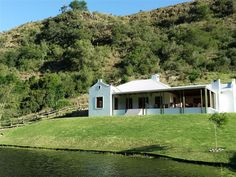 Somerset Gift Getaway Farm accommodation near Swellendam, Western Cape. Somerset Gift Getaway Farm nestles in a beautiful valley bordering the foothills of the majestic Langeberg Mountains, just from Swellendam. Provinces Of South Africa, Romantic Escapes, Cape Town South Africa, Camping Spots, Weekends Away, Travel Info, Somerset, Westerns, Budget