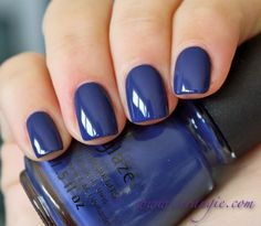 Scrangie: China Glaze Queen B from the Autumn Nights Collection. I love this color! Colorful Nail Designs, Fall Nail Designs, Nail Polish Art, Nail Polish Colors, Nail Polishes, Get Nails, How To Do Nails, Trendy Nail Art, Nagel Gel