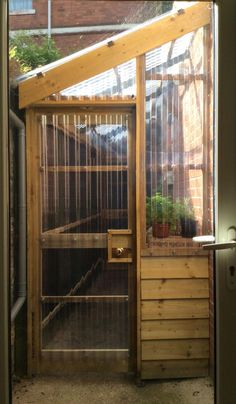 How to make the small greenhouse? There are some tempting seven basic steps to make the small greenhouse to beautify your garden. Pallet Greenhouse, Lean To Greenhouse, Cheap Greenhouse, Backyard Greenhouse, Greenhouse Plans, Homemade Greenhouse, Greenhouse Wedding, Portable Greenhouse, Greenhouse Shelves