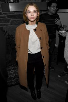 Behold, The Coat All Of Your Favorite Celebs Are Wearing At Sundance #refinery29 http://www.refinery29.com/2017/01/137446/sundance-celebrity-oversized-coat-trend-photos-2017#slide-1 A camel that's so close to brown can be intimidating to pull off, but Tavi Gevinson shows you how. Take a trusty white tee and your favorite black jeans, and you're good to go....