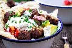 Hoofd: Griekse gehaktballetjes met platbrood en salade 2-3p 30min